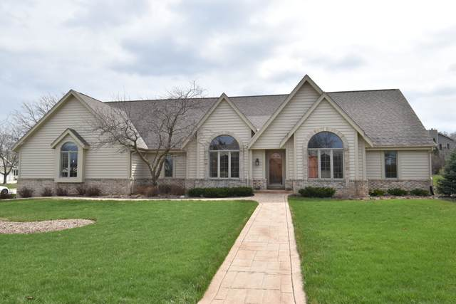 13005 W Ohio Dr, New Berlin, WI 53151 (#1685343) :: RE/MAX Service First Service First Pros