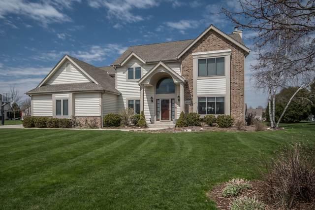 1004 Woods Dr, Hartland, WI 53029 (#1685743) :: OneTrust Real Estate