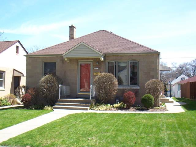 2832 S 47th St, Milwaukee, WI 53219 (#1686261) :: RE/MAX Service First Service First Pros