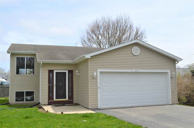 610 East St, Salem Lakes, WI 53170 (#1687464) :: RE/MAX Service First Service First Pros