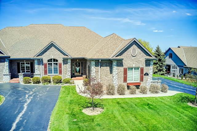 N35W22436 Wethersfield Ct, Pewaukee, WI 53072 (#1687887) :: RE/MAX Service First Service First Pros