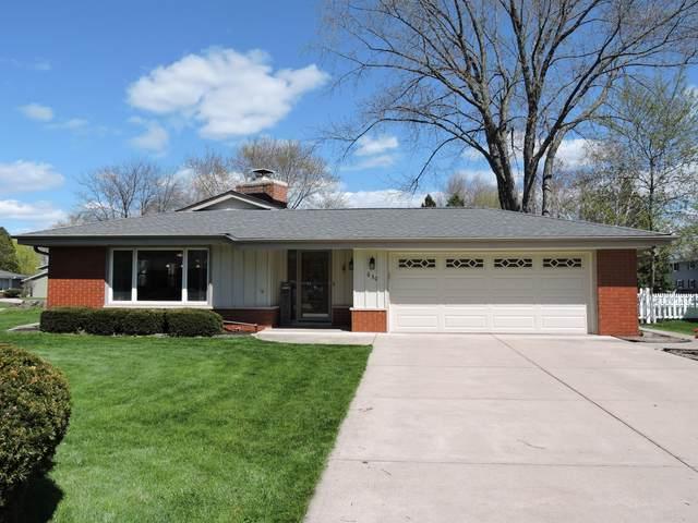 630 Pleasant Dr, Hartland, WI 53029 (#1688133) :: Keller Williams Realty - Milwaukee Southwest