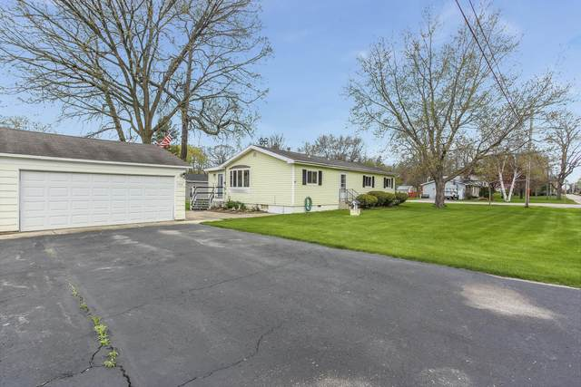 703 S 4th St, Silver Lake, WI 53170 (#1688316) :: RE/MAX Service First Service First Pros