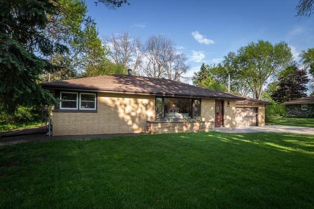400 N Beaumont Ave, Brookfield, WI 53005 (#1688463) :: RE/MAX Service First Service First Pros
