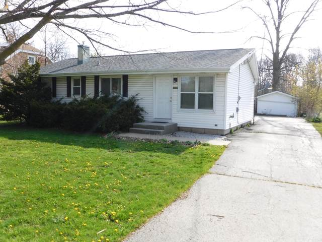1001 N Rapids Rd, Manitowoc, WI 54220 (#1689100) :: OneTrust Real Estate