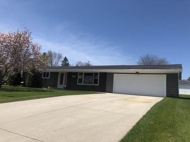 314 S Lincoln Dr, Howards Grove, WI 53083 (#1689146) :: RE/MAX Service First Service First Pros
