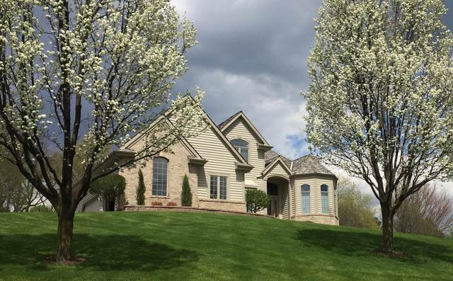 N25 W30758 Overlook Ct, Delafield, WI 53072 (#1689191) :: RE/MAX Service First Service First Pros