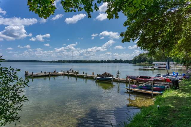 4325 W Beach Rd, Oconomowoc Lake, WI 53066 (#1689219) :: Keller Williams Realty - Milwaukee Southwest