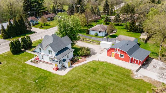 3022 North St, East Troy, WI 53120 (#1689312) :: RE/MAX Service First Service First Pros