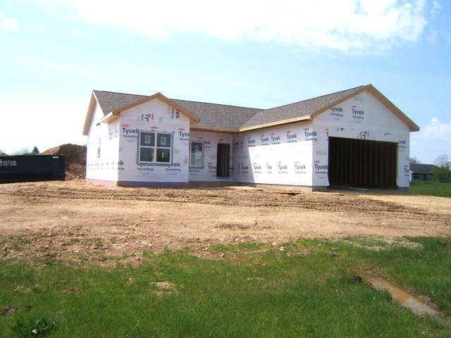 127 Pine Tree Ln, Darien, WI 53114 (#1689499) :: RE/MAX Service First Service First Pros