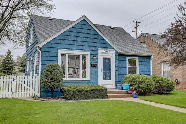 3049 N 90th St, Milwaukee, WI 53222 (#1689819) :: RE/MAX Service First Service First Pros
