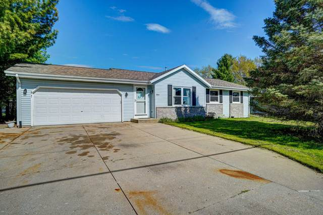 2018 Townline Rd, East Troy, WI 53120 (#1689986) :: RE/MAX Service First Service First Pros