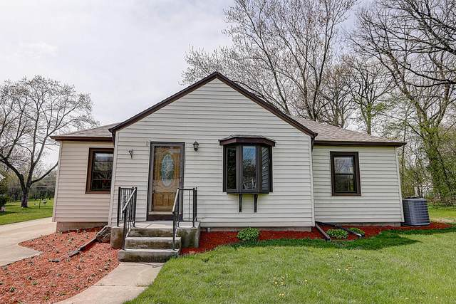12545 W Cleveland Ave, New Berlin, WI 53151 (#1690004) :: RE/MAX Service First Service First Pros