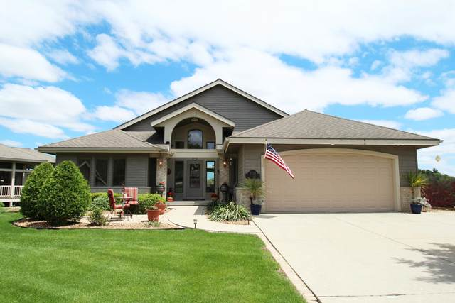 220 Bayfield Way, Lake Mills, WI 53551 (#1690045) :: RE/MAX Service First Service First Pros