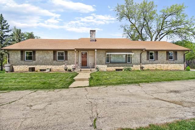 7724 W Barnard Ave, Greenfield, WI 53220 (#1690114) :: Keller Williams Realty - Milwaukee Southwest
