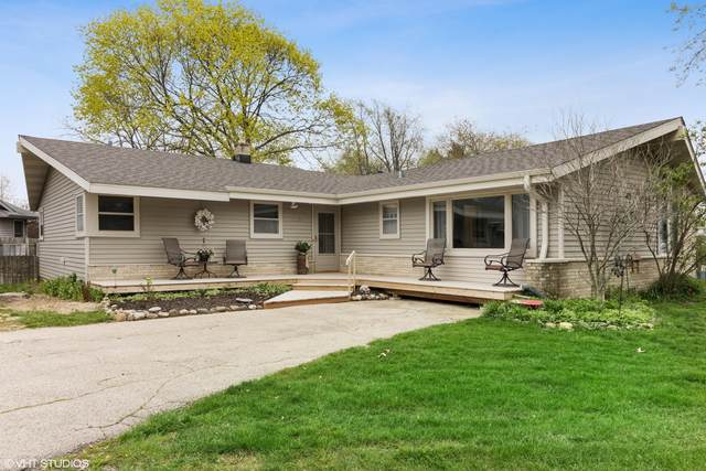 1065 Mobile St, Lake Geneva, WI 53147 (#1690182) :: RE/MAX Service First Service First Pros