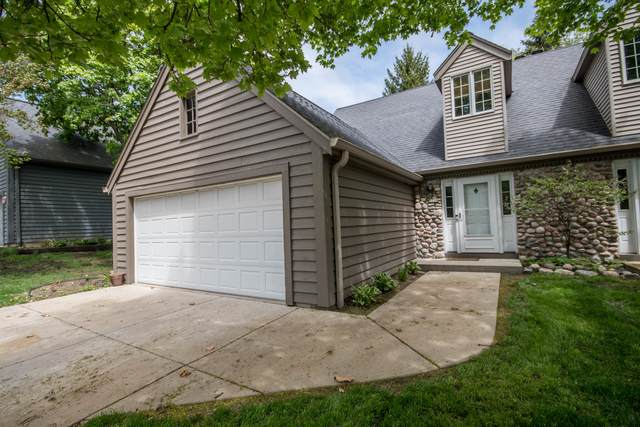 3754 S Oakbrook Dr, Greenfield, WI 53228 (#1690196) :: Keller Williams Realty - Milwaukee Southwest