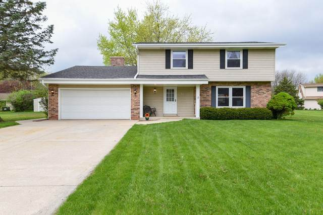 4565 S Regal Dr, New Berlin, WI 53151 (#1690232) :: RE/MAX Service First Service First Pros