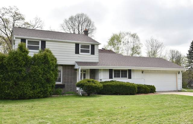 1370 Webster Ave, Brookfield, WI 53005 (#1690233) :: RE/MAX Service First Service First Pros