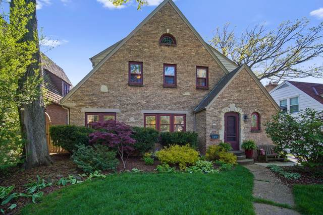 171 N 88th St, Wauwatosa, WI 53226 (#1690338) :: RE/MAX Service First Service First Pros