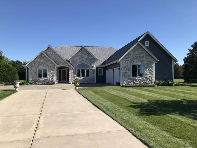 116 Eagles Lookout, North Prairie, WI 53153 (#1690350) :: RE/MAX Service First Service First Pros