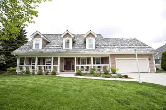 8299 S Country Club Cir, Franklin, WI 53132 (#1690392) :: NextHome Prime Real Estate