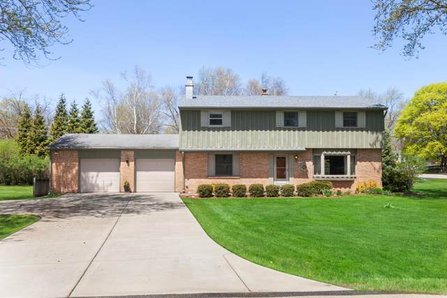 21660 Doneswood Dr, Brookfield, WI 53186 (#1690395) :: Keller Williams Realty - Milwaukee Southwest