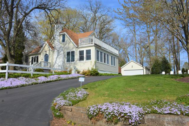 219 Circle Pkwy, Williams Bay, WI 53191 (#1690412) :: RE/MAX Service First Service First Pros