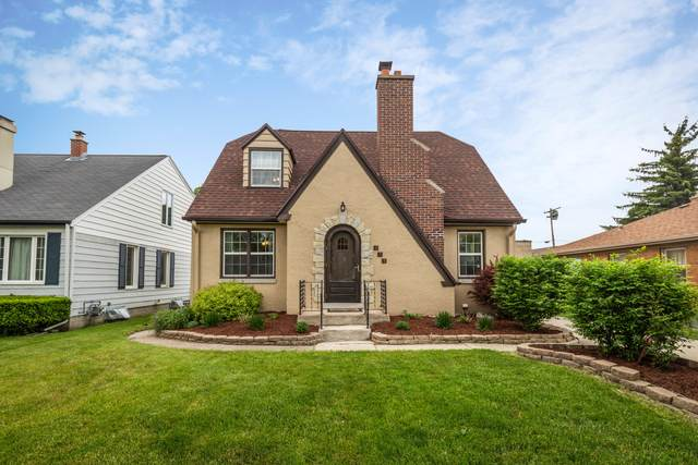 331 N 111th St, Wauwatosa, WI 53226 (#1690414) :: RE/MAX Service First Service First Pros