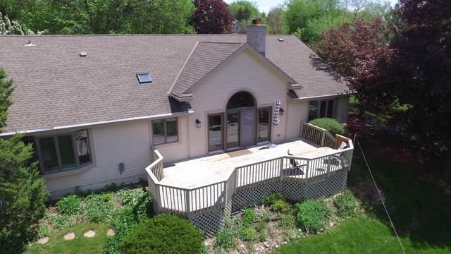 W281N1811 Golf View Dr, Delafield, WI 53072 (#1690543) :: Keller Williams Realty - Milwaukee Southwest
