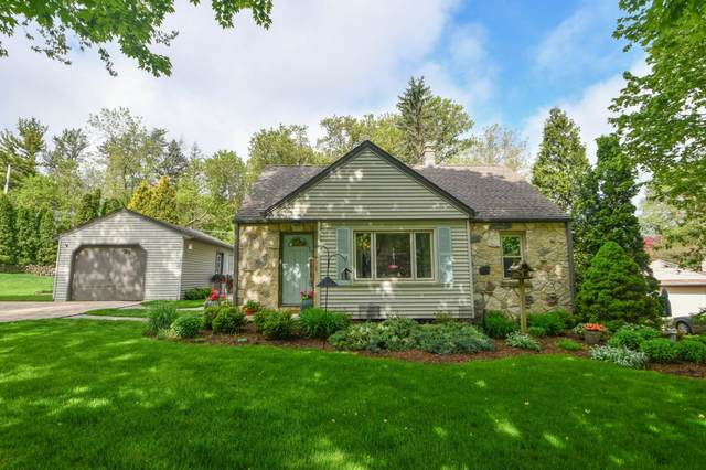 985 Parkway Dr, Brookfield, WI 53005 (#1690575) :: RE/MAX Service First Service First Pros