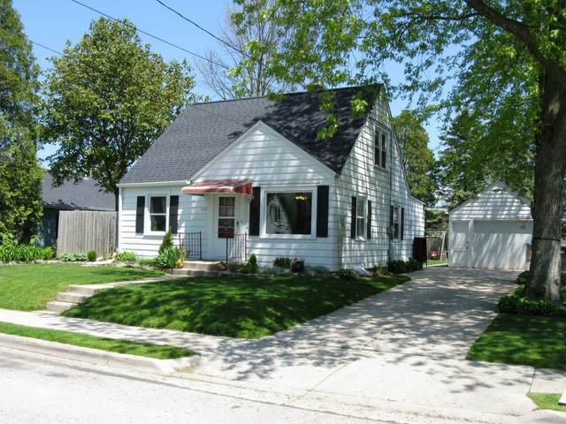 119 N 11th St, Oostburg, WI 53070 (#1690725) :: RE/MAX Service First