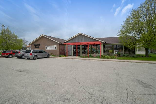 961 S 29th St, Manitowoc, WI 54220 (#1690789) :: RE/MAX Service First Service First Pros