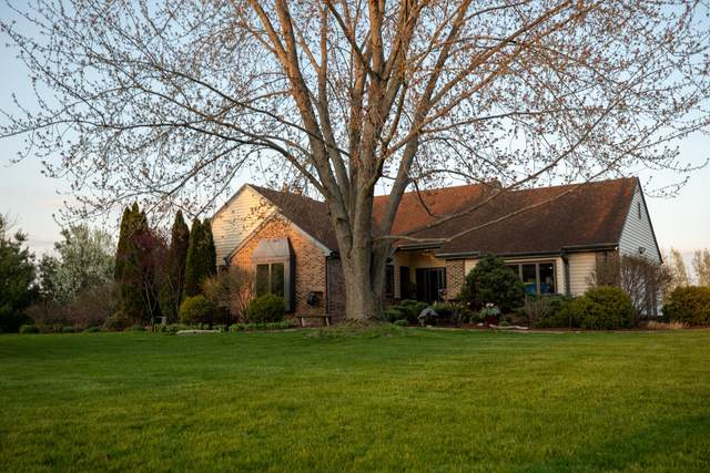 W352N5838 Nelson Rd, Oconomowoc, WI 53066 (#1690832) :: RE/MAX Service First Service First Pros