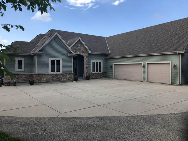 N80W23102 Plainview Rd, Lisbon, WI 53089 (#1690849) :: RE/MAX Service First Service First Pros