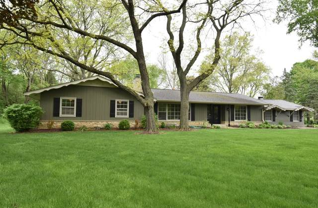 1285 Apache Trl, Brookfield, WI 53005 (#1690876) :: RE/MAX Service First Service First Pros