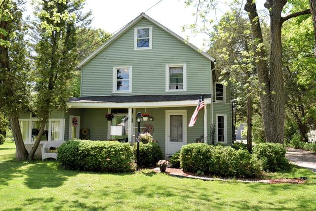 320 Curtis St, Lake Geneva, WI 53147 (#1690884) :: RE/MAX Service First Service First Pros