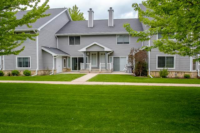 1150 W Baldwin Ct, Mequon, WI 53092 (#1690950) :: Tom Didier Real Estate Team