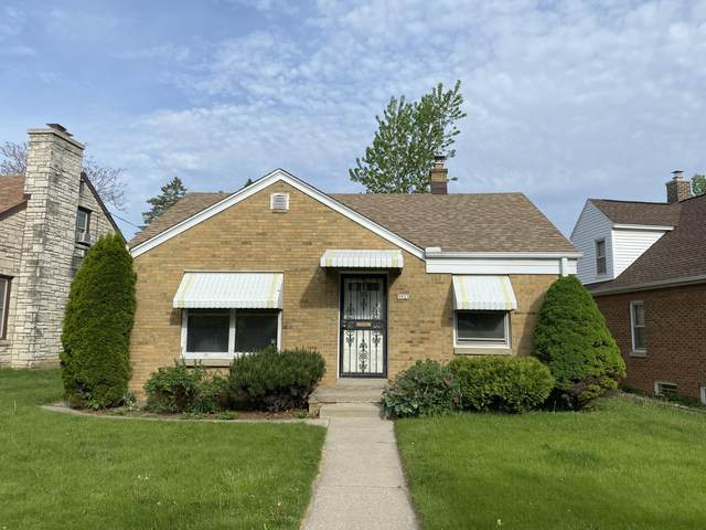3933 N 54th St, Milwaukee, WI 53216 (#1690981) :: RE/MAX Service First Service First Pros
