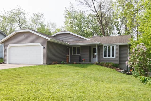 297 Willow Dr, Hartland, WI 53029 (#1691017) :: RE/MAX Service First Service First Pros