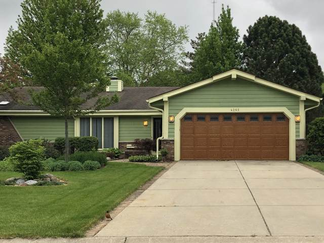 4265 S Victoria Cir, New Berlin, WI 53151 (#1691046) :: RE/MAX Service First Service First Pros