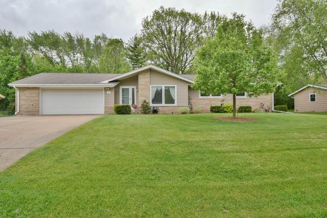 13605 W Old Oak Ln, New Berlin, WI 53151 (#1691174) :: RE/MAX Service First Service First Pros