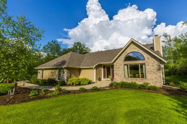 N3W31747 Twin Oaks Dr, Delafield, WI 53018 (#1691198) :: RE/MAX Service First
