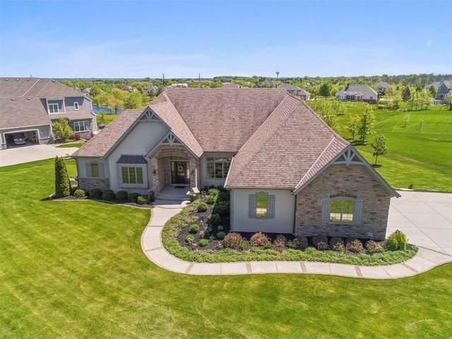 7239 W Oakview Ct, Mequon, WI 53092 (#1691200) :: RE/MAX Service First Service First Pros