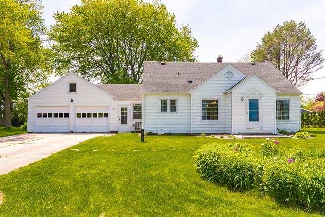 433 E Fairy Chasm Rd, Bayside, WI 53217 (#1691216) :: Keller Williams Realty - Milwaukee Southwest