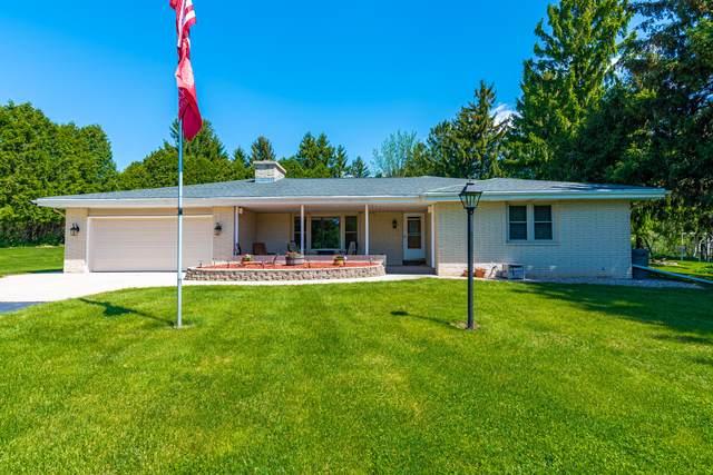 4690 Columbia Rd, Cedarburg, WI 53012 (#1691245) :: Tom Didier Real Estate Team