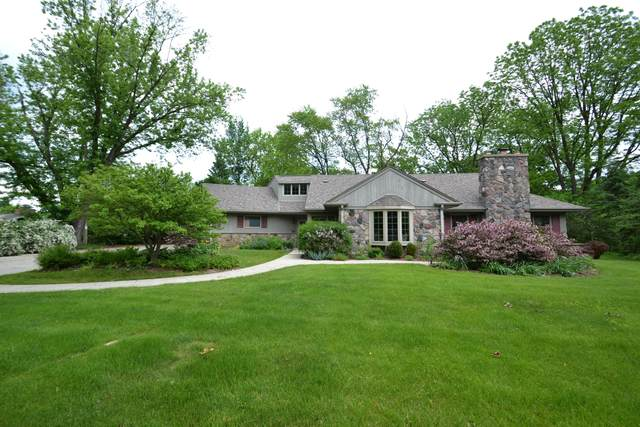 1420 Countryside Ln, Brookfield, WI 53045 (#1691265) :: RE/MAX Service First Service First Pros