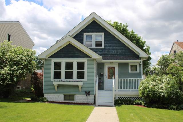 2141 S 87th St, West Allis, WI 53227 (#1691332) :: RE/MAX Service First Service First Pros