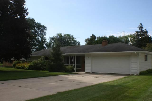 219 Heidel Rd, Thiensville, WI 53092 (#1691362) :: Tom Didier Real Estate Team