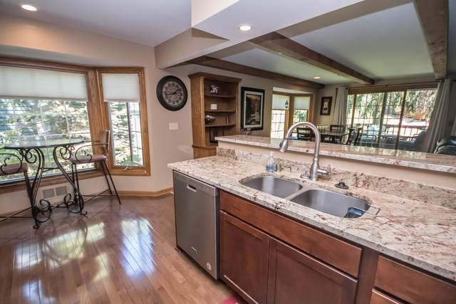 3754 S Oakbrook Dr, Greenfield, WI 53228 (#1691414) :: RE/MAX Service First Service First Pros